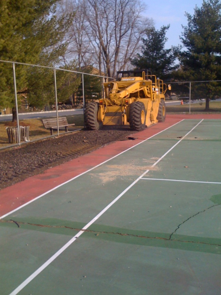 Hinding tennis courts tennis court construction court for Cout autoconstruction